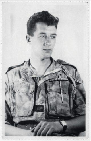 Wim Vaals in het uniform van de parachutisten van het 1ste REP