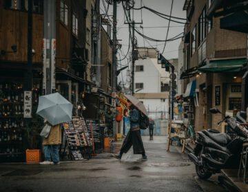 Straatbeeld in Tokio, de grootste stad van Japan