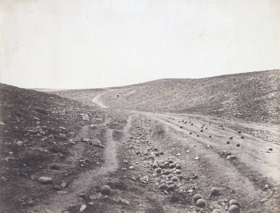 Valley of the Shadow of Death - Een vande bekendste foto's van de Krimoorlog, gemaakt door Roger Fenton