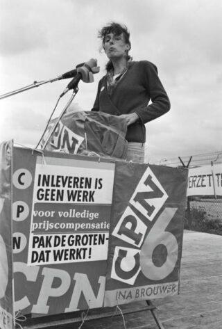 Ina Brouwer op verkiezingscampagne, 1982