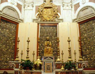Kapel in de kathedraal van Otranto met de gebeenten van martelaren die zijn gedood door de Ottomanen.