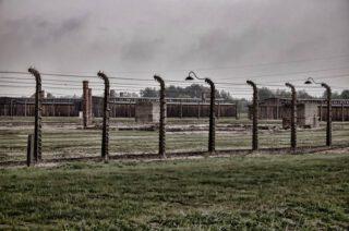 De Holocaust - Foto genomen bij het voormalige kampterrein van Auschwitz