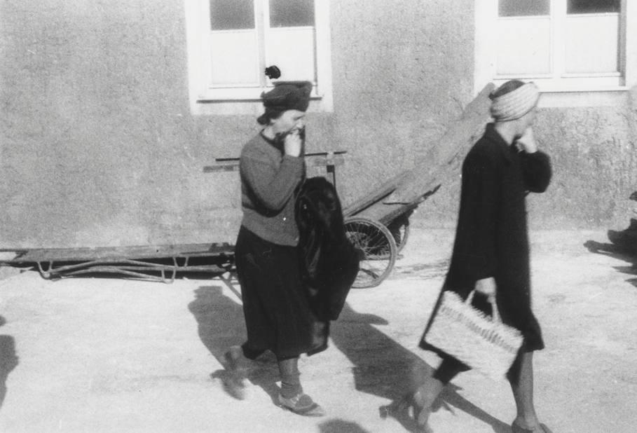 Burgers uit Weimar bezoeken gedwongen het concentratiekamp Buchenwald