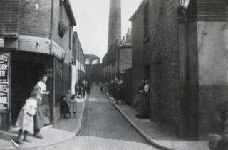 Deptford slum in Londen - Benmore Street, ca. 1900