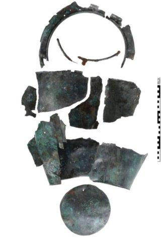 Ritueel vernietigde bronzen situla uit het wagengraf van Heumen.