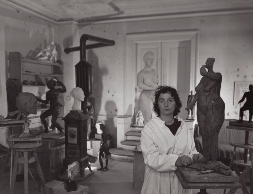 Germaine Richier in haar atelier in Zürich, 1944