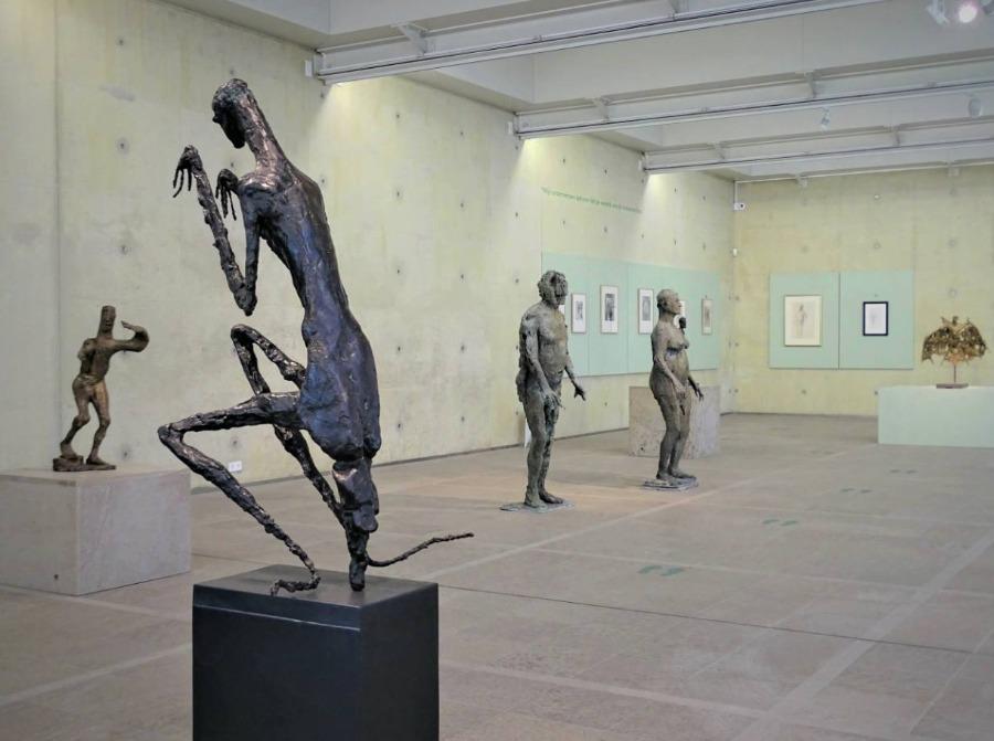 'De bidsprinkhaan' van Germaine Richier - Foto gemaakt tijdens tentoonstelling Museum Beelden aan Zee (Chris Rachel Spatz)