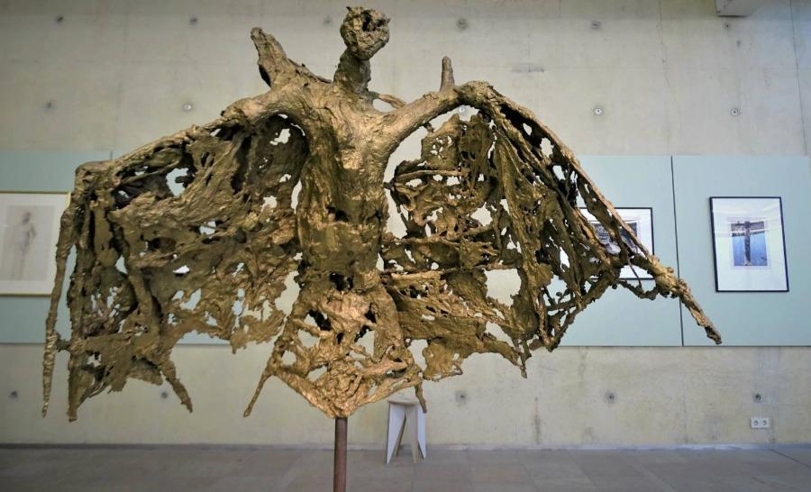 'De vleermuis' van Germaine Richier - Foto gemaakt tijdens tentoonstelling Museum Beelden aan Zee (Chris Rachel Spatz)