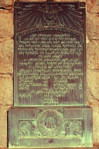 Plaquette op het Reiterdenkmal met aantallen omgekomen Duitsers
