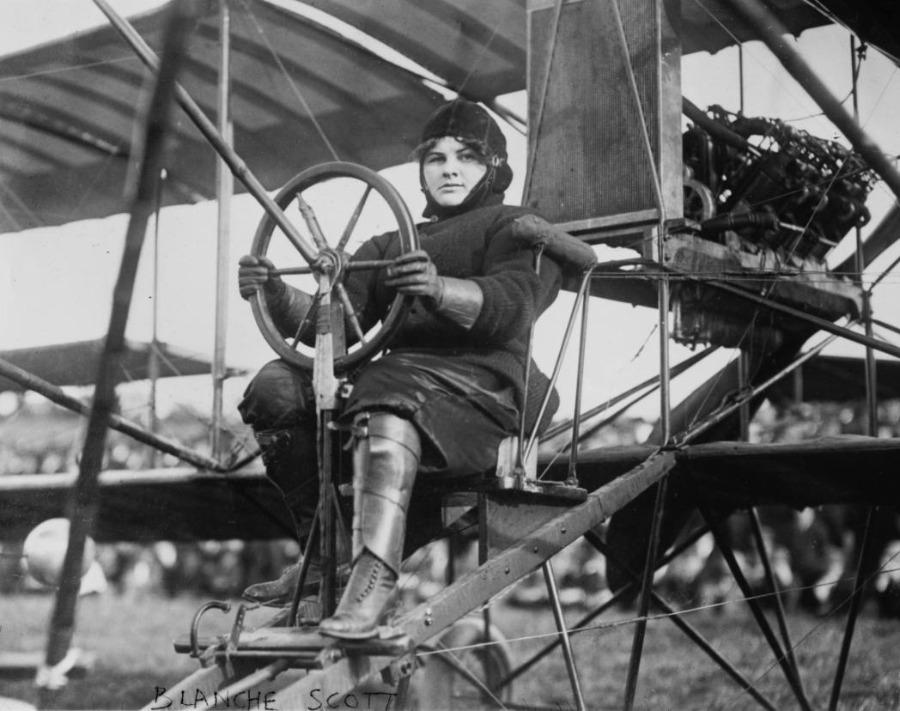 Blanche Stuart Scott in haar biplane, ca. 1910-1916