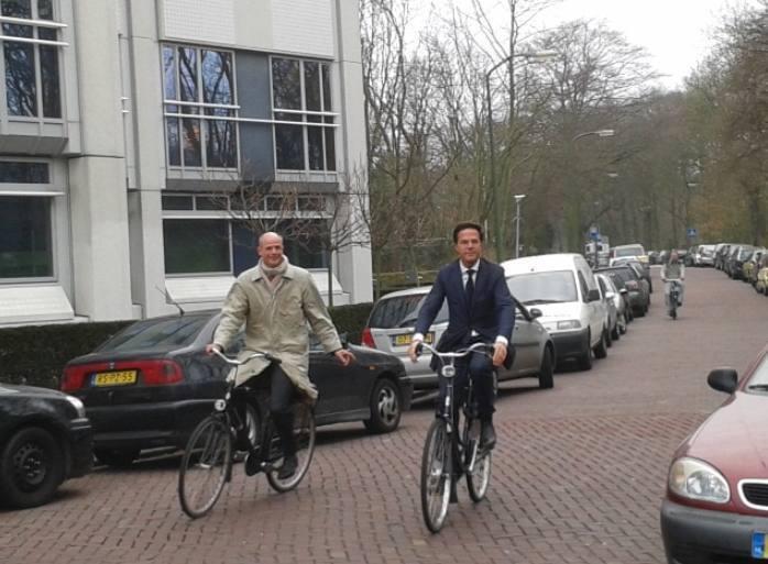 Premier Rutte en minister Stef Blok tijdens tijdens de onderhandelingen in het Catshuis in maart 2012