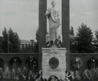 Van Heutsz-monument in Amsterdam, bij de onthulling in 1935