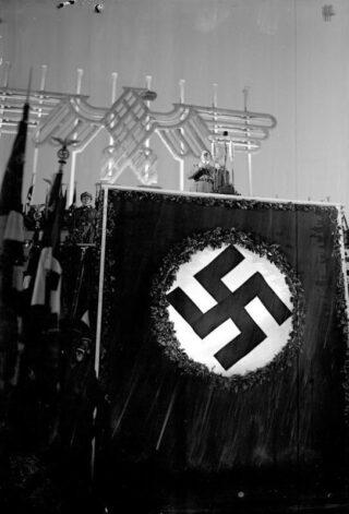Adolf Hitler tijdens een Rijkpartijdag in Neurenberg, 1935