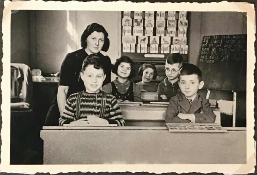 Joodse schooltje met juf Carla Mogendorff en onder meer Poldi Linder en Moses Schenkolewski