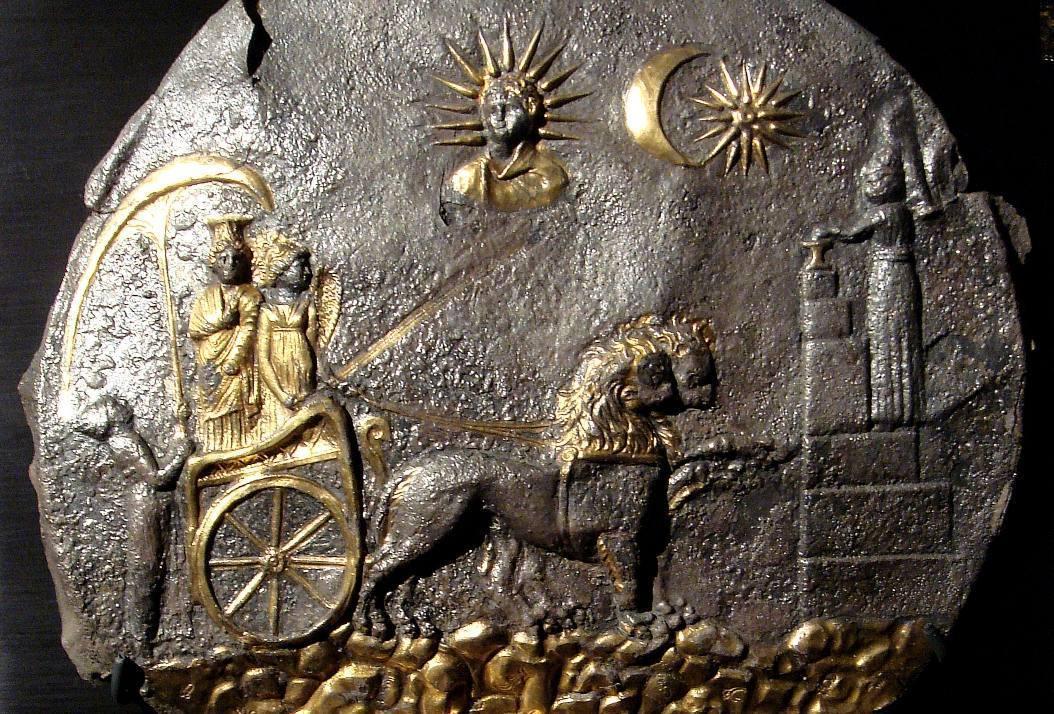 Kybele in een door leeuwen voortgetrokken strijdwagen - Tweede eeuw voor Christus