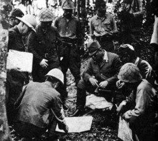 Tomoyuki Yamashita tijdens een militair overleg, 1941
