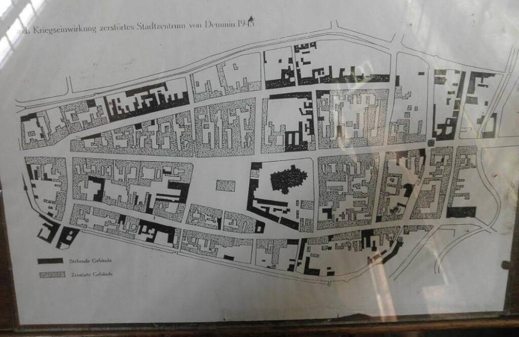 Plattegrond van Demmin. In zwart: de vernielde gebouwen.