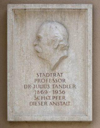 Plaquette in Wenen ter herinnering aan Julius Tandler