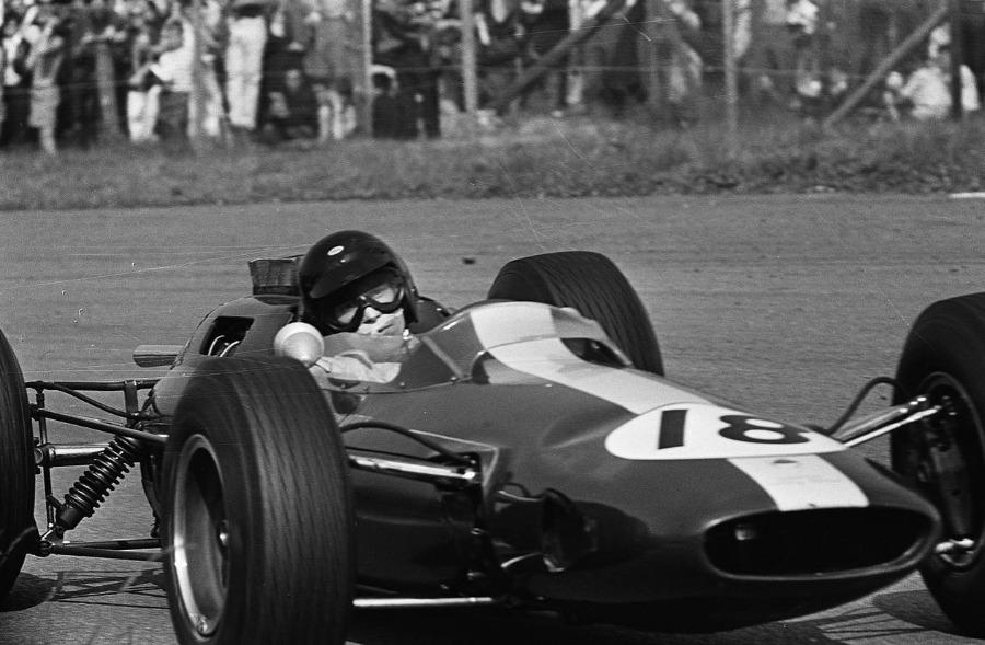 Jim Clark in een Lotus tijdens de GP van Nederland 1964