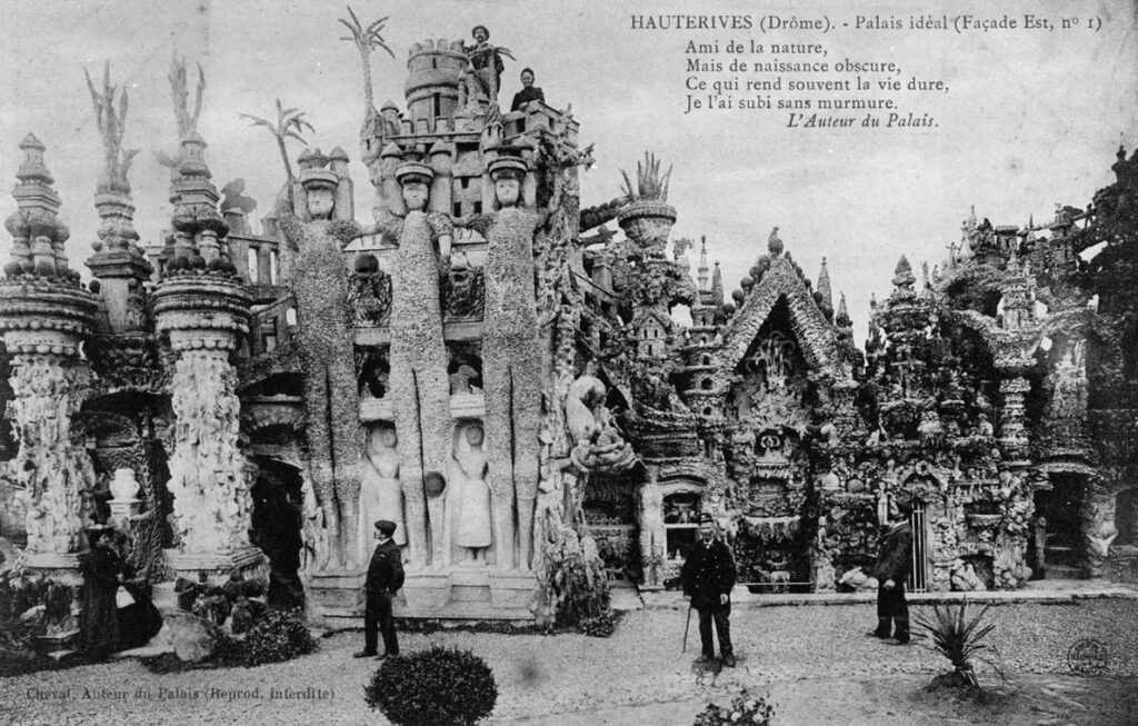 Oude ansichtkaart van Ferdinand Cheval voor zijn paleis