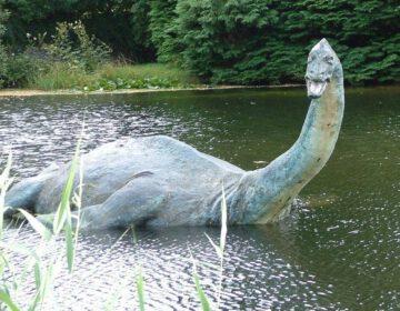 Beeld van het Monster van Loch Ness in het Museum of Nessie