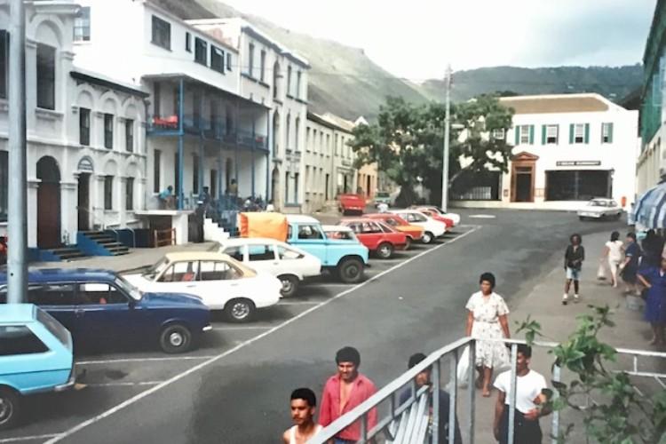 Mainstreet Jamestown in 1991. Uit: De vluchtende Hollander