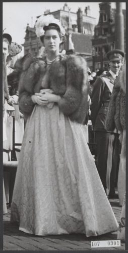 Prinses Margaret bij  de inhuldiging van koningin Juliana, 6 september 1948. (CC BY-SA 0.0 - Anefo – wiki)
