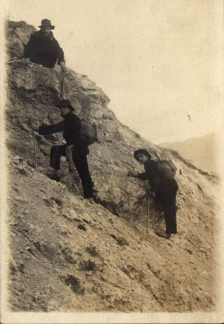 In de Zwitserse Alpen, onbekende fotograaf (1911).  In de Zwitserse Alpen, onbekende fotograaf (1911).