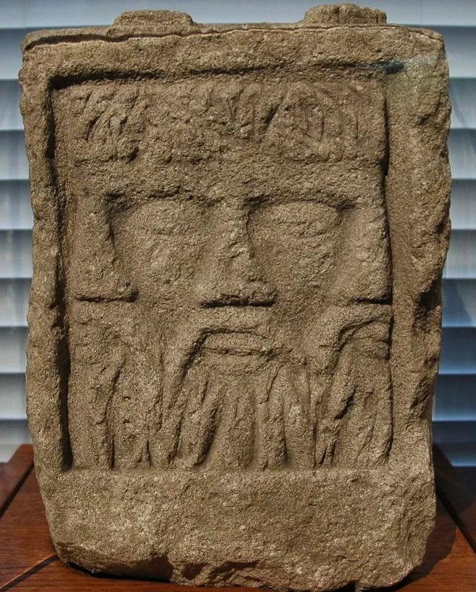 De driehoofdige Gallische godheid Lugus (Musée Saint-Rémi, Reims)