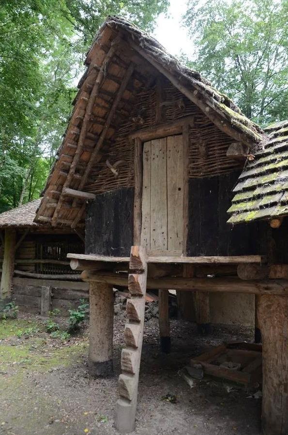 Gereconstrueerde La Tène-spieker (Archéosite, Aubechies)