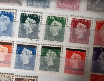Postzegels uit Nederlands-Indië, met onderaan overgedrukte exemplaren, voor de nieuwe Republik Indonesia