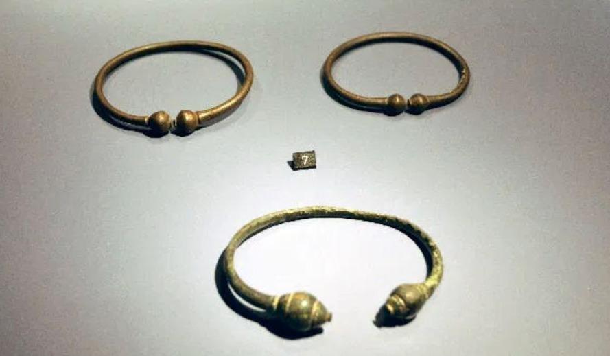 Torques uit Rossum (Rijksmuseum van Oudheden)