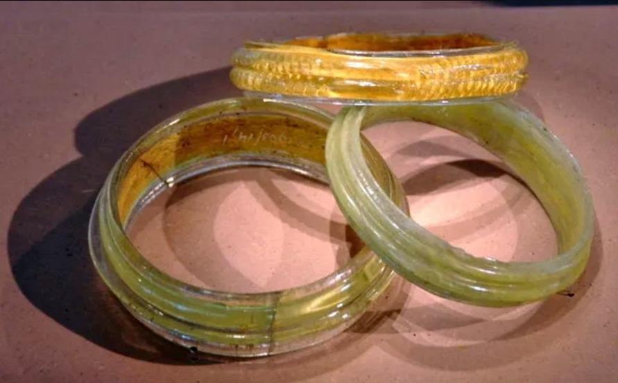 Glazen armbanden uit het Keltische museum van Manching
