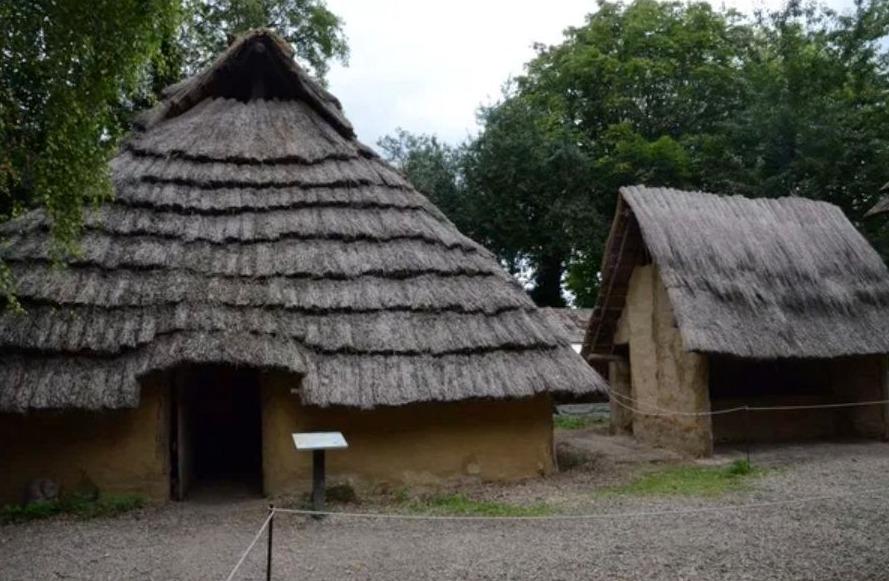 Reconstructie van een late La Tène-boerderij (Archéosite, Aubechies)