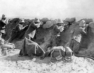 Italianen nemen Turken onder vuur in Tripoli, 1911