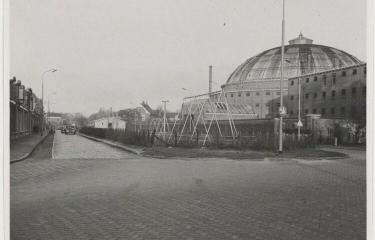 Papentorenvest. Hoek Harmenjansweg, ziende naar het oosten. Willem Jan van Borselen, 1949 – 1951, collectie Noord-Hollands Archief