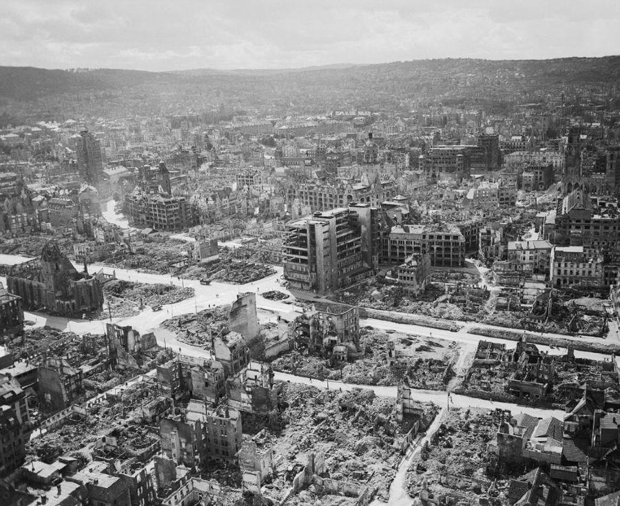 Centrum van Stuttgart in 1945, grote delen verwoest door bommen