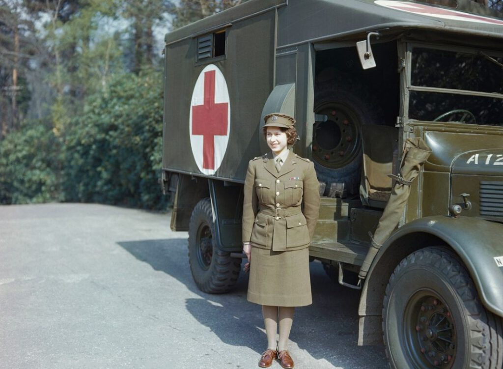 De latere koningin Elizabeth II tijdens de Tweede Wereldoorlog, april 1945
