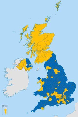 Referendumuitslag Brexit. Geel: in de de EU blijven (Remain). Blauw: vertrek uit de EU (Leave)