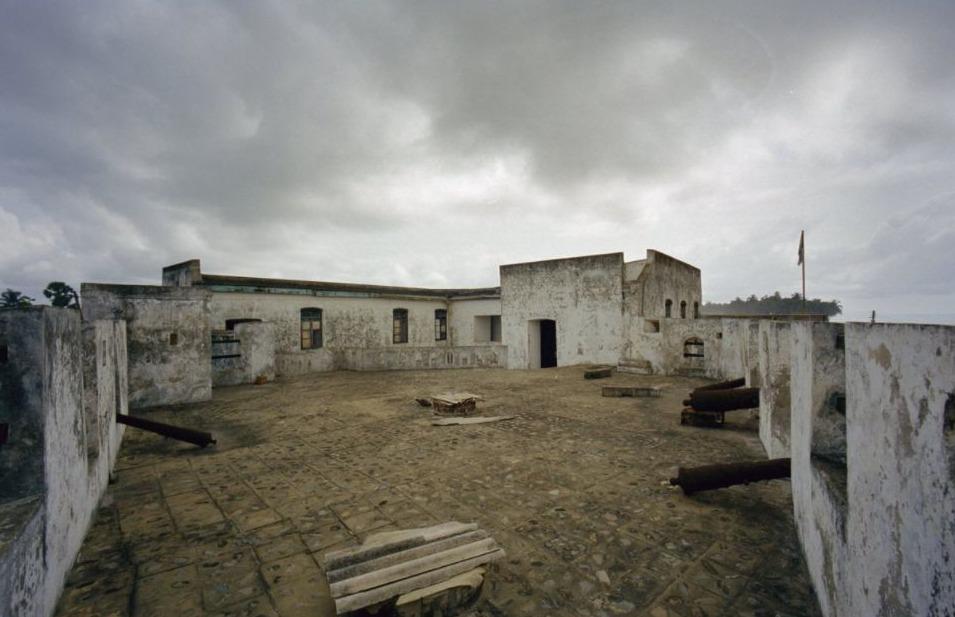 Restanten van Fort Apollonia, een voormalige handelspost van Nederland en Engeland aan de Goudkust