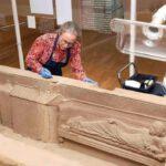 Romeinse sarcofaag van Simpelveld live gerestaureerd