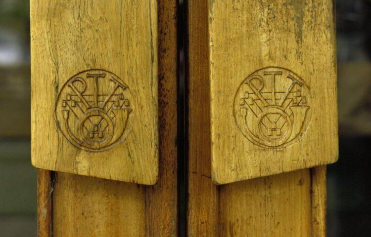 Oud logo van de PTT, een voorbeeld van een Nederlandse bedrijf dat geprivatiseerd werd