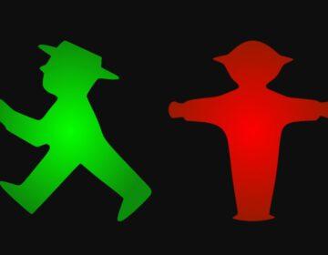 Het Ampelmännchen als groen en als rood licht