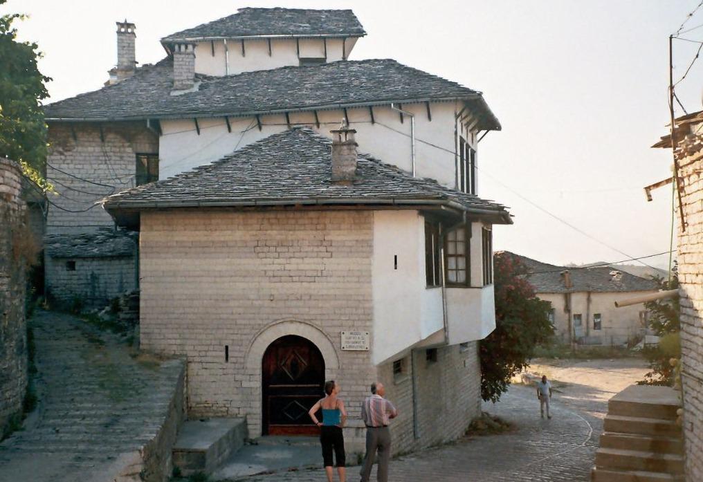 Huis in Gjirokastër waar Hoxha opgroeide