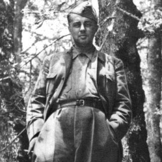 Enver Hoxha als partizaan, 1944