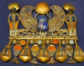 Grafgiften - Gouden hanger uit het graf van Toutanchamon