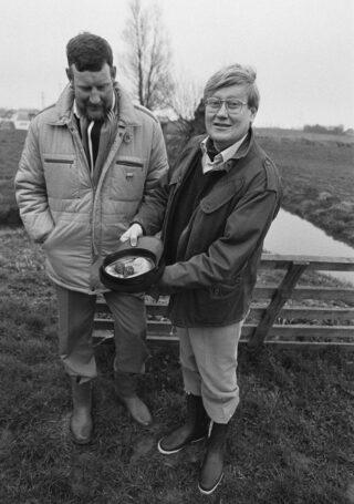 Hans Wiegel als commissaris van de koningin met twee kievitseieren