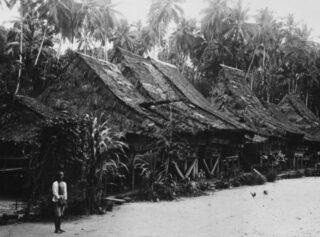 Woonhuizen op een van de  Batoe-eilanden, 1922