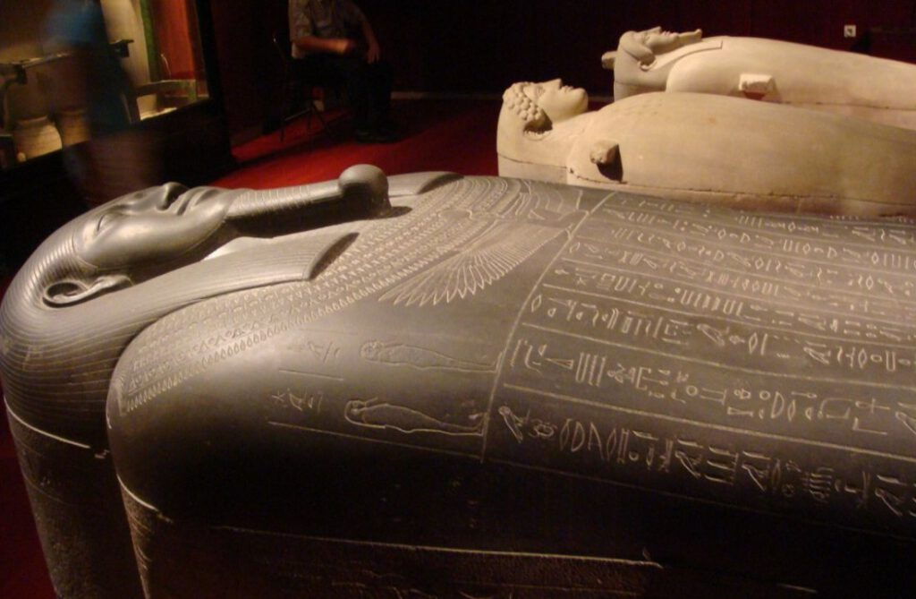 De sarcofaag van Tabnit