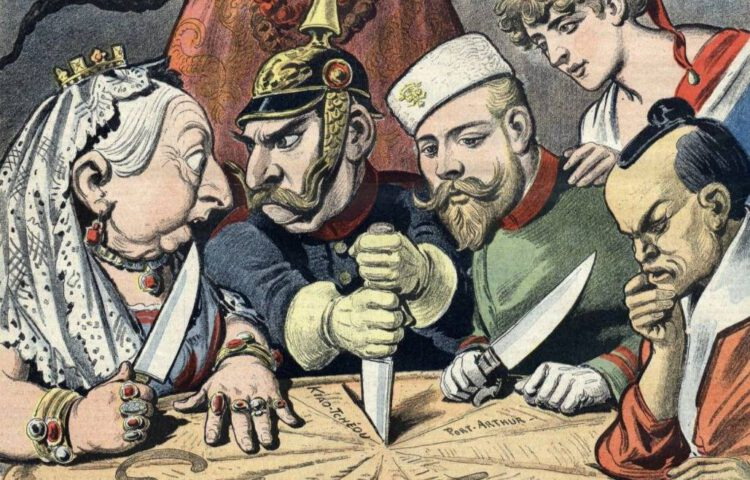 Keizer Wilhelm II zet zijn mes in China in deze Franse spotprent uit de jaren 1890 terwijl de Russische tsaar, de Britse koningin Victoria, de Franse Marianne en Japan misprijzend toekijken.